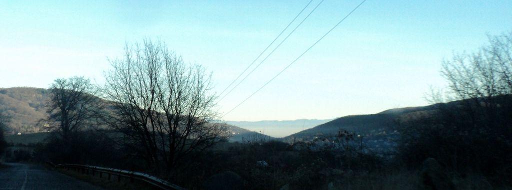 Слънчева Владая, а в далечината сахлупващата София мъгла.
