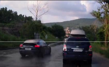 В момента постоянно движението край Владая към София е в една лента. Има и нарушители.