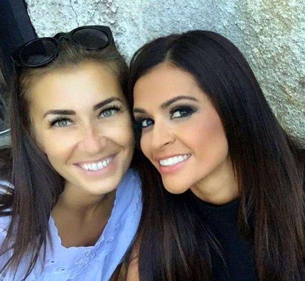 Снимка от Facebook: Таня Иванова заедно с фолк-певицата Преслава