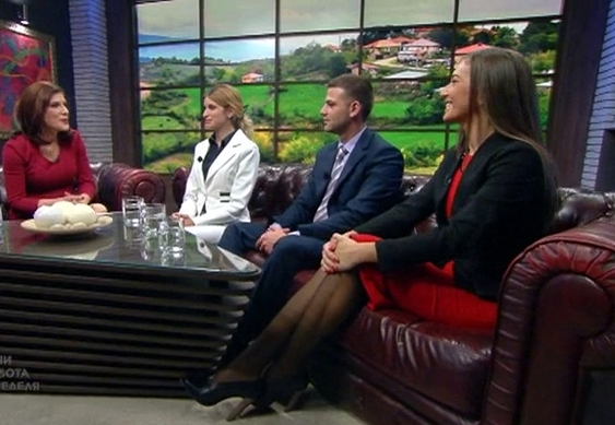 Водещата Жени Марчева заедно с младите кметове